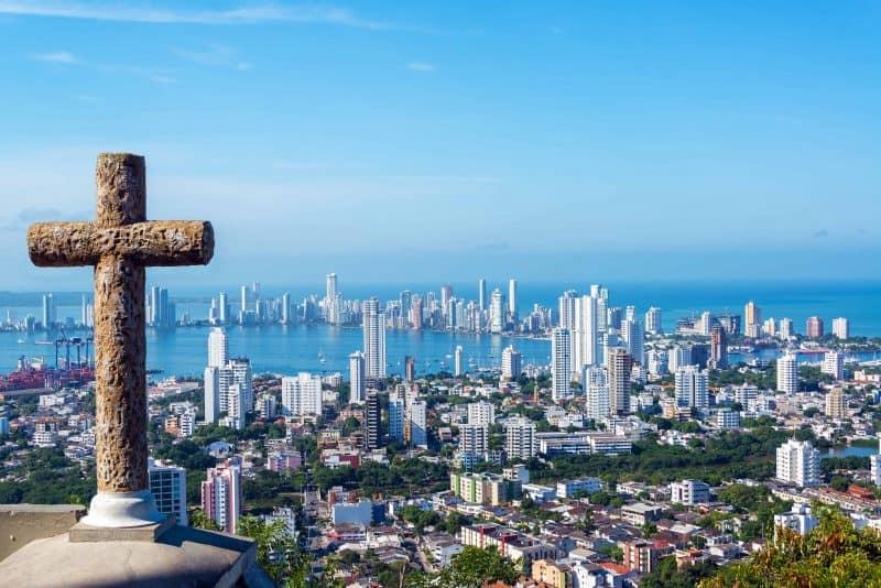 Canva Cross And Modern City Min - Cartagena: Planes O Paquetes 2021