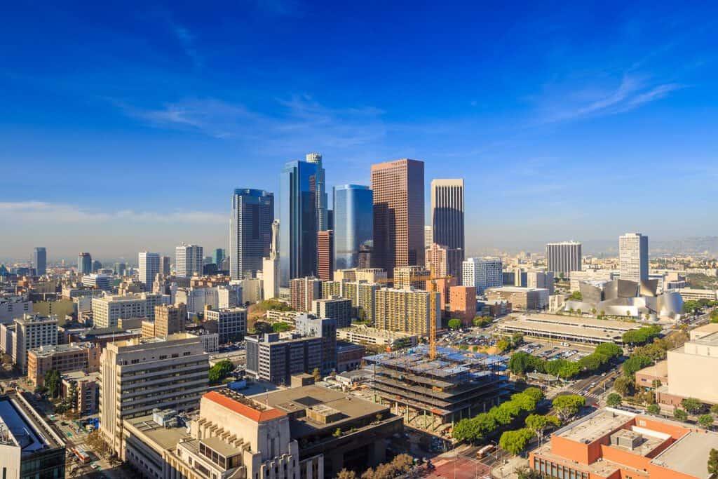 Canva Downtown LA skyline cityscape California 1 1200x800 - Viaje a Los Ángeles: Hollywood con Corazón