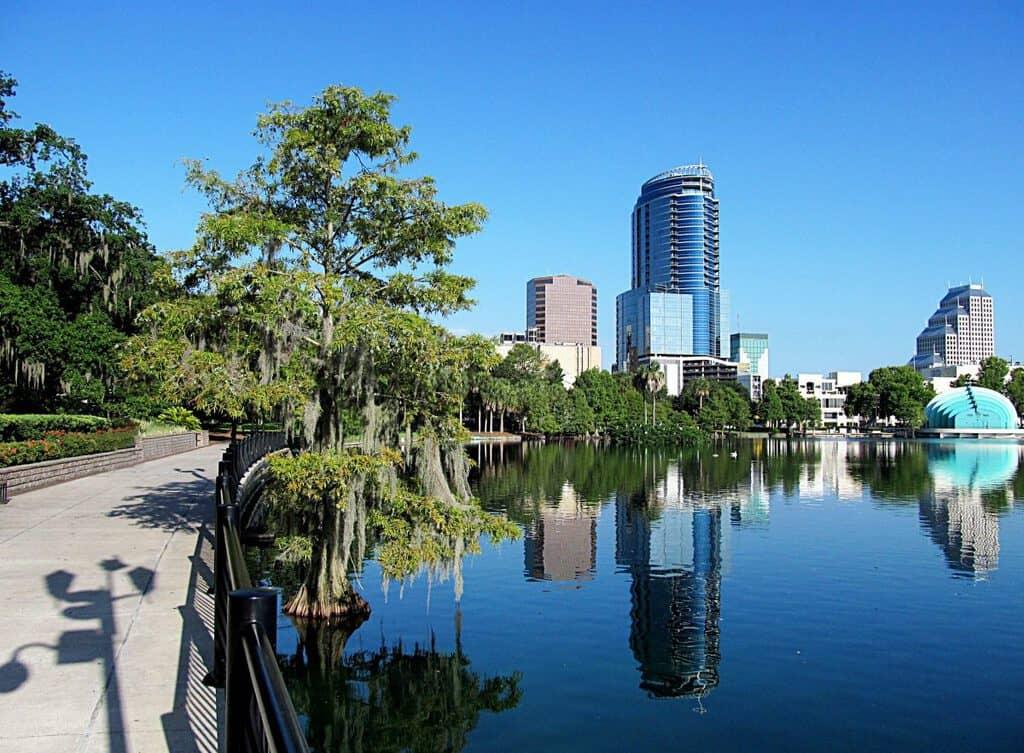 Canva Downtown Orlando Florida 1200x883 - Guía del visitante de Orlando, Florida, EE.UU.
