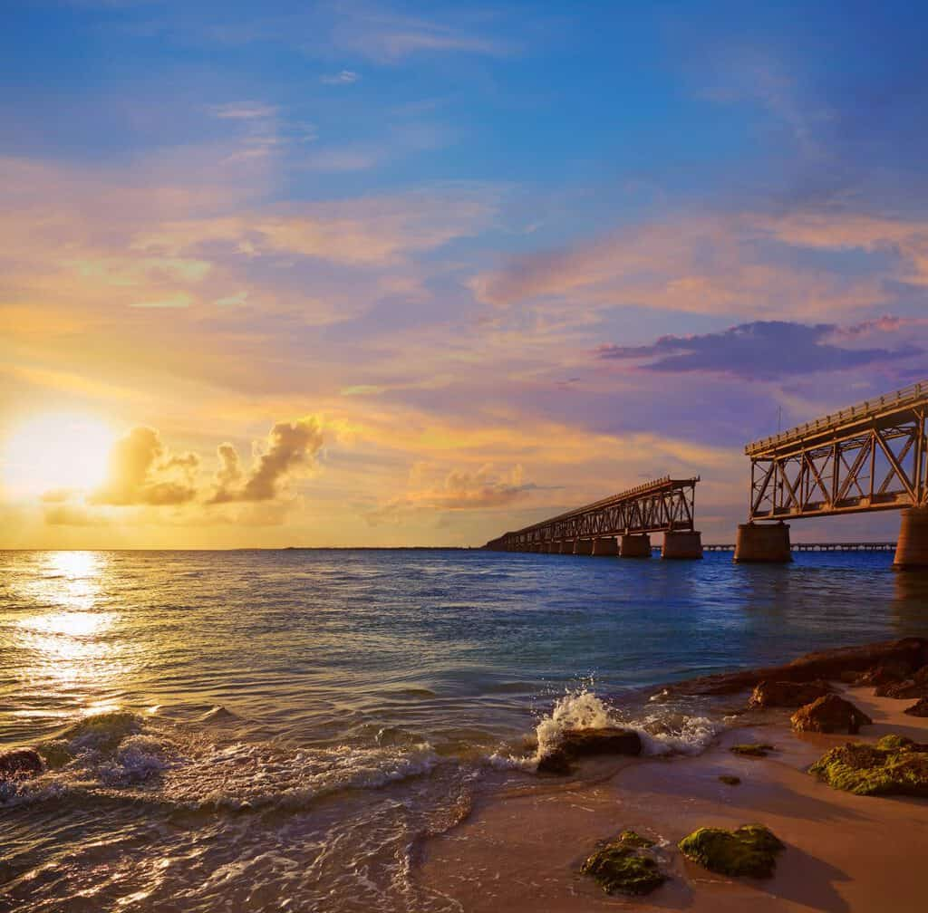 Canva Florida Keys Old Bridge Sunset at Bahia Honda 1200x1181 - Destinos de vacaciones en Florida.