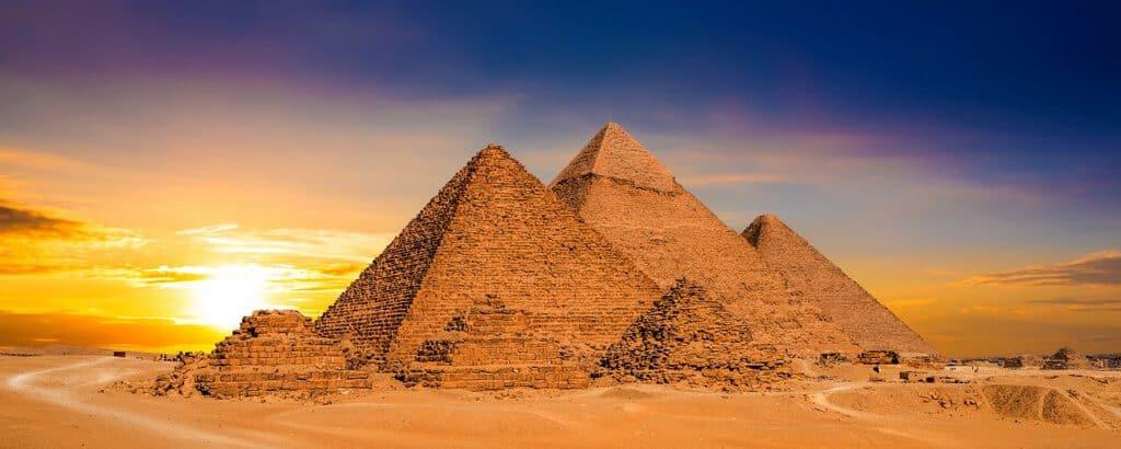 Canva Great pyramids in egypt 1200x480 - Ver las Grandes Pirámides del Antiguo Egipto en El Cairo.