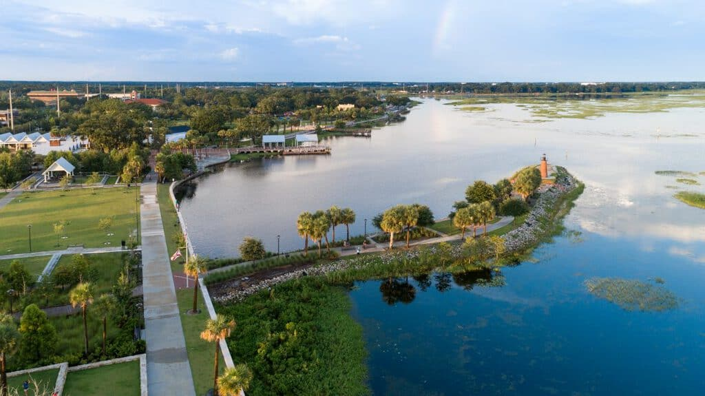 Canva Lakefront Kissimmee Drone Aerial View 1 - Región Central De La Florida