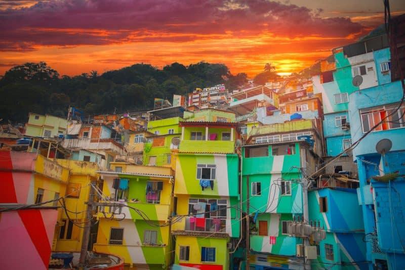 Canva Rio De Janeiro Downtown And Favela 1 - Brasil Tours &Amp; Paquetes Vacacionales