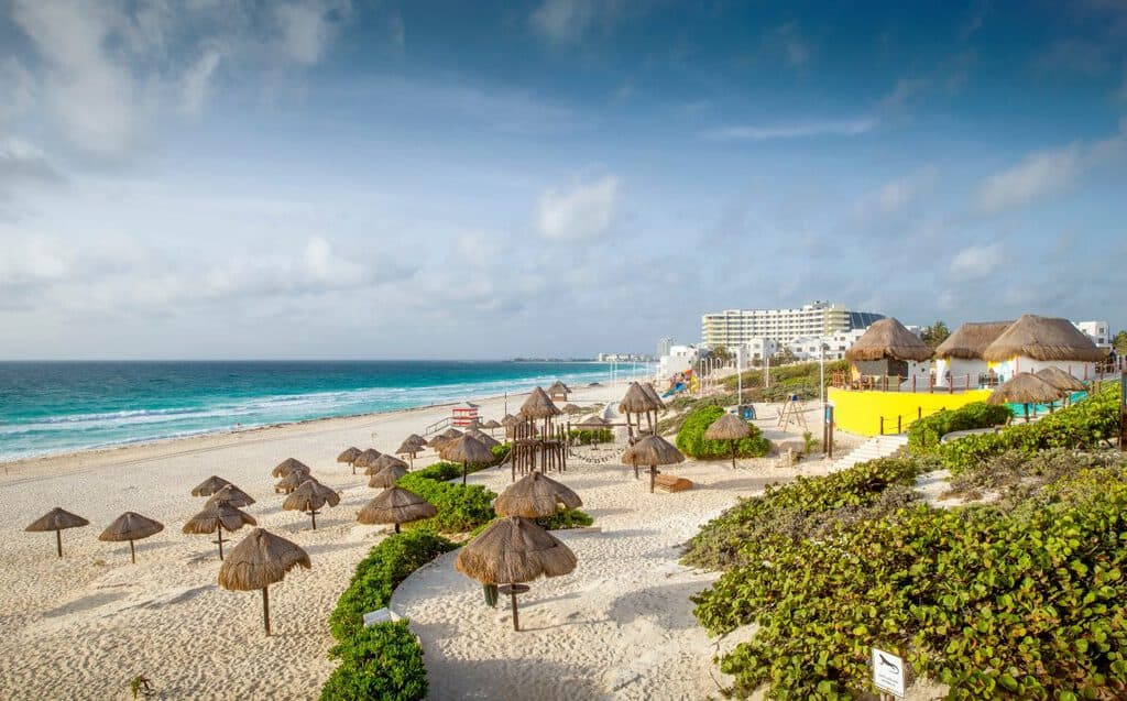 Canva Sandy Beach In Cancun - Cancún: Primero En América Con Sello Para Viajes Seguros