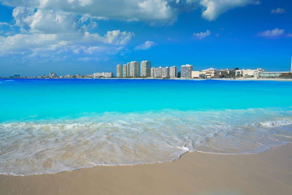 Canva Cancun Forum Beach Playa Gaviota Azul 1200x800 - Cancún todo incluido