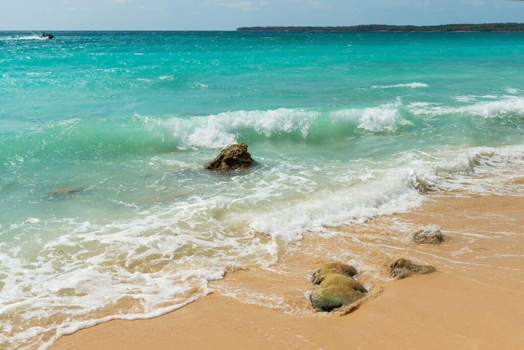 Canva Cartagena Beach in Colombia 1200x800 - 10 razones para visitar Cartagena