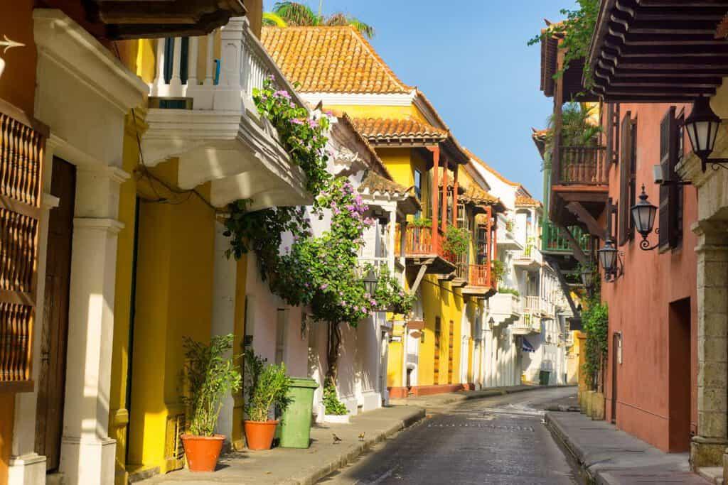 Canva Colonial Architecture Street View - Colombia: Servicios Turísticos Y Hoteleros Quedan Exentos De Iva