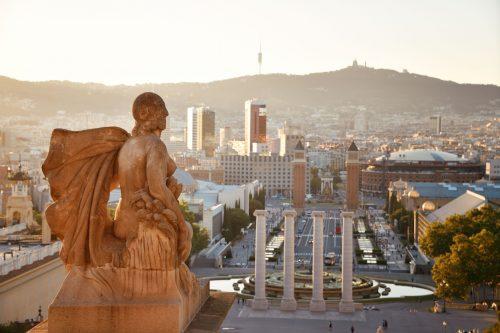 Canva Statue Overlooking The Placa Espanya In Barcelona - Viajes Por Europa: Los Mejores 2021 - 2022