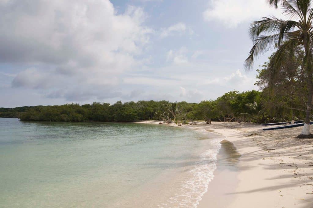 Canva Tropical seashore Islas del Rosario Colombia 1 1 1200x800 - ¿Qué hacer en Cartagena?