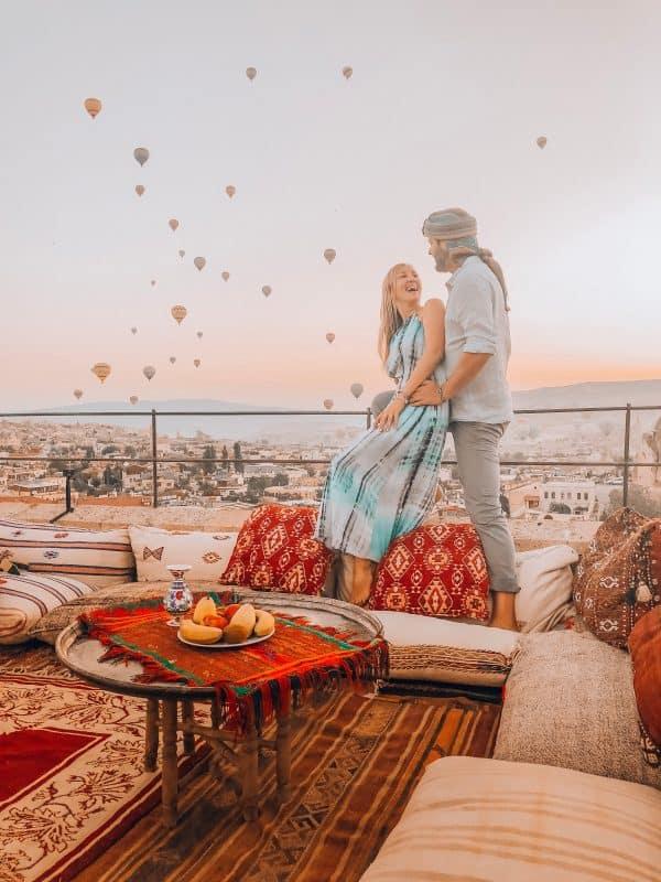 Turquia Capadocia Couple Balloons Min - Turquía