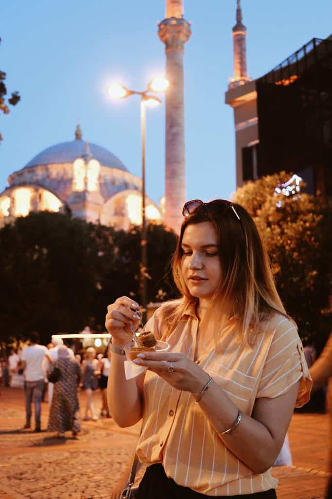 travel-istanbul-mosque-turkey-national-night-lights-travel-and-tourism-istanbul-city_t20_NxboNQ-min
