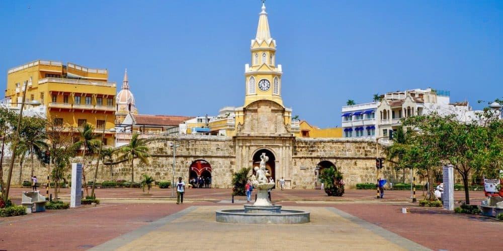 Cartagena Clock Tower At The Main Entrance Min - Oferta Cartagena · Con Vuelo Directo