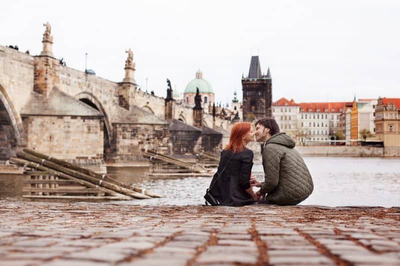 Canva Young Couple In Love. Prague Czech Republic Europe. Min - Viajes Por Europa: Los Mejores 2021 - 2022