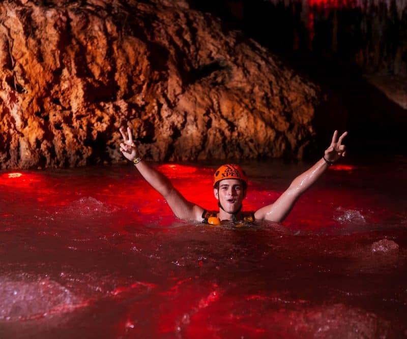 Xcaret-Xplor-Fuego-Remo-Manos-Rios-Subterraneos-Riviera-Maya-Planesturisticos.com