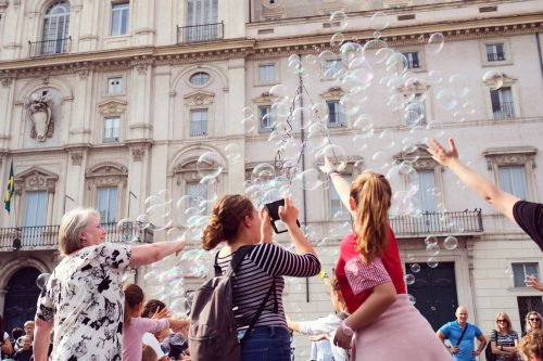 travel city people street italy rome buildings roma street photography t20 wQ7je7 min 500x333 - Europa Exquisita 11 días
