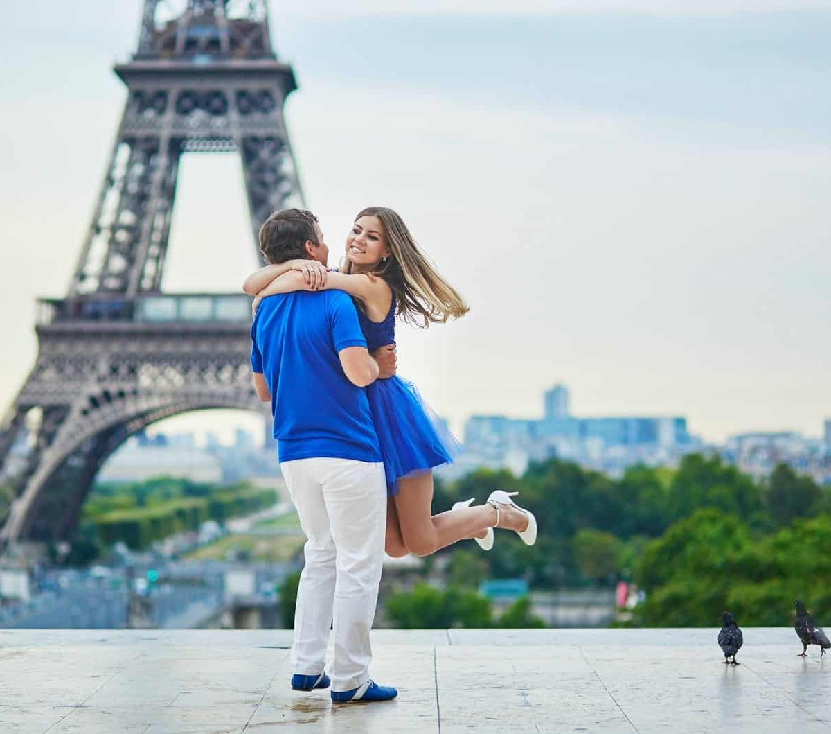 Canva Beautiful Young Couple In Paris 2 Min - Eco Europa Con Vuelos Bogotá | 17 Días | 2021