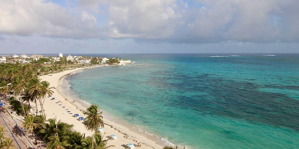 on vacation en San Andres cerca de las playas principales de San Andrés. Tus vacaciones pagando a Cuotas ¡Reserva Ya! con planesturisticos.com