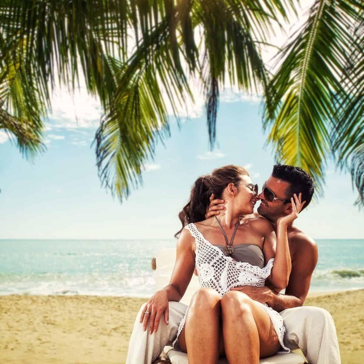 Pareja En Playas Punta Cana Planesturisticos.com - Punta Cana: Desde 4 Días 3 Noches   Con Vuelos + Hoteles 5 Estrellas   2021 - 2022