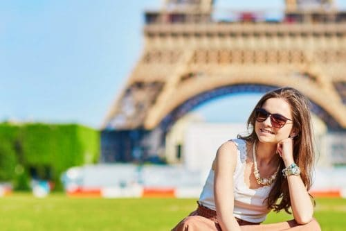 Mujer En Paris Torre Eiffel Europa Planesturisticos.com - Planes Turísticos
